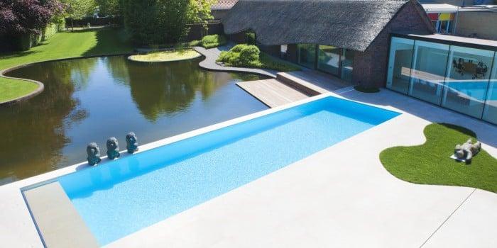 <p>het zwembad als middelpunt</p>