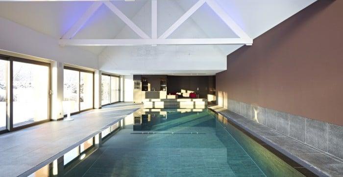 <p>overloopzwembad uitgevoerd in natuursteen</p>