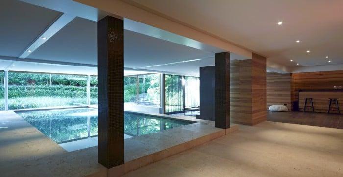 <p>wellness zwembad met gezellige zit- en leeshoek</p>