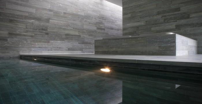 <p>tegenstroom zwembad voor echte sporters met natuursteen afgewerkt</p>